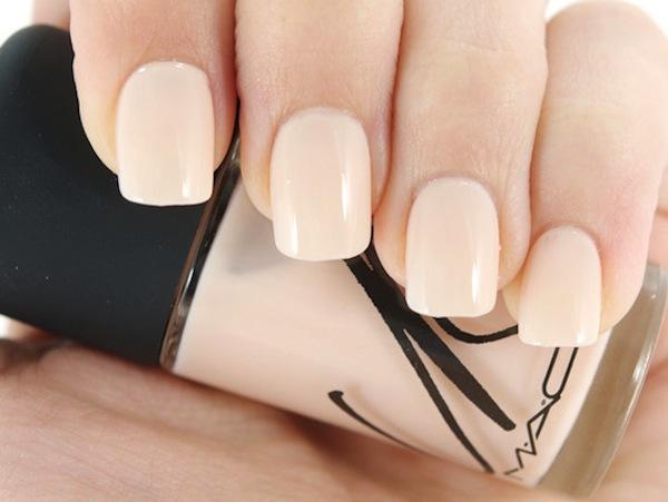 unghie nude smalto crema chiaro