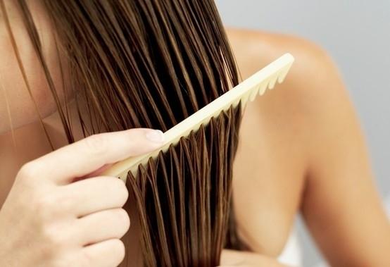 Pettinare i capelli bagnati