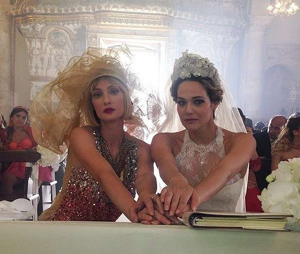 """Eva Riccobono e Laura Chiatti, i migliori look delle protagoniste di """"Io che amo solo te"""" [FOTO]"""