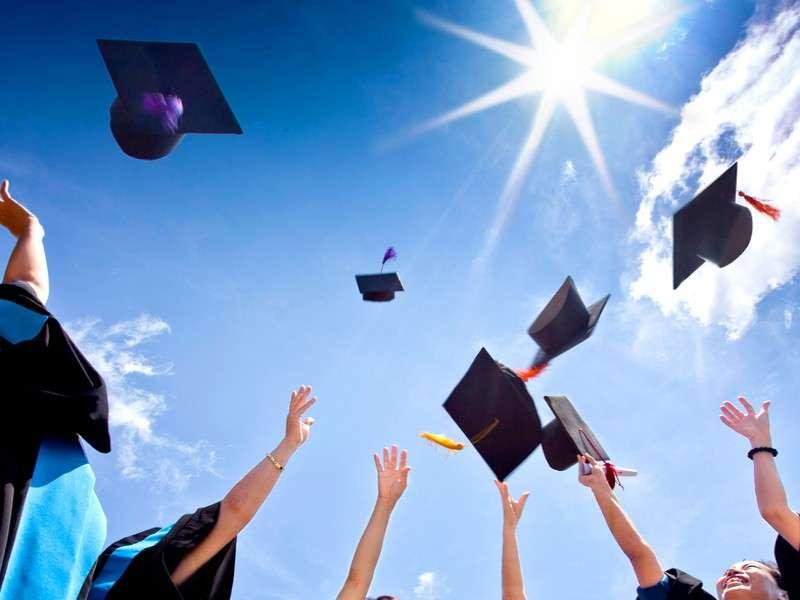 Cappelli di laurea fai da te: tante idee originali [FOTO]