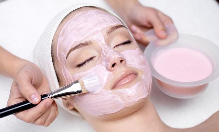 scrub chimico viso
