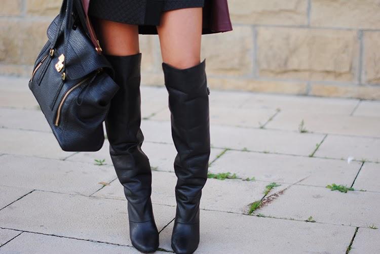 Look con stivali al ginocchio