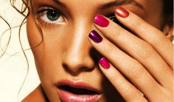 color manicure