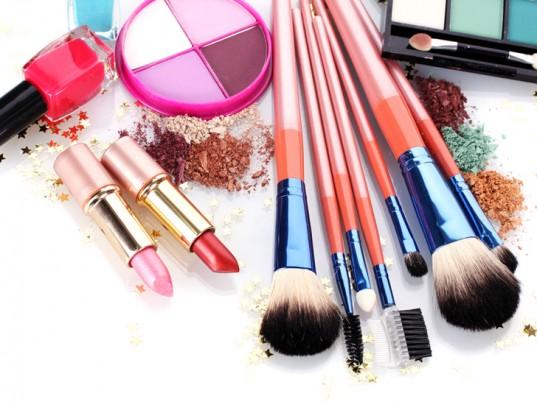Come riconoscere i cosmetici scaduti: 10 segnali da tenere d'occhio