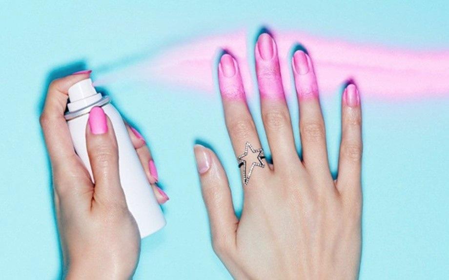 Unghie: arriva lo smalto spray che semplifica la manicure