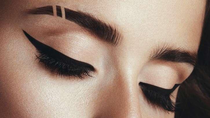 Sopracciglia rasate le eyebrow slits