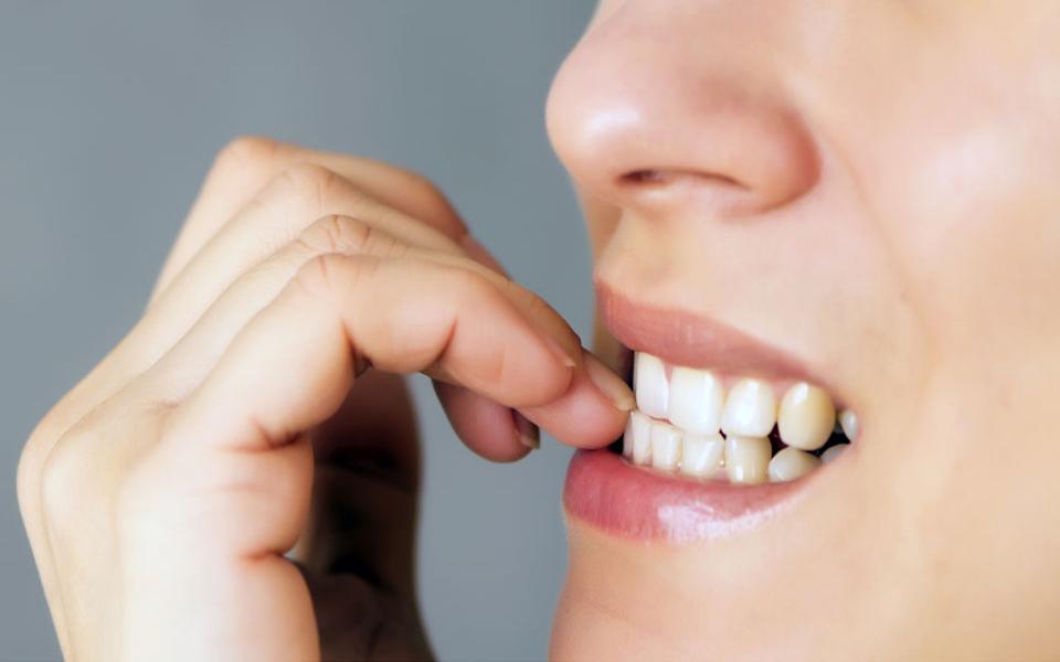 8 rimedi naturali per smettere di mangiarsi le unghie