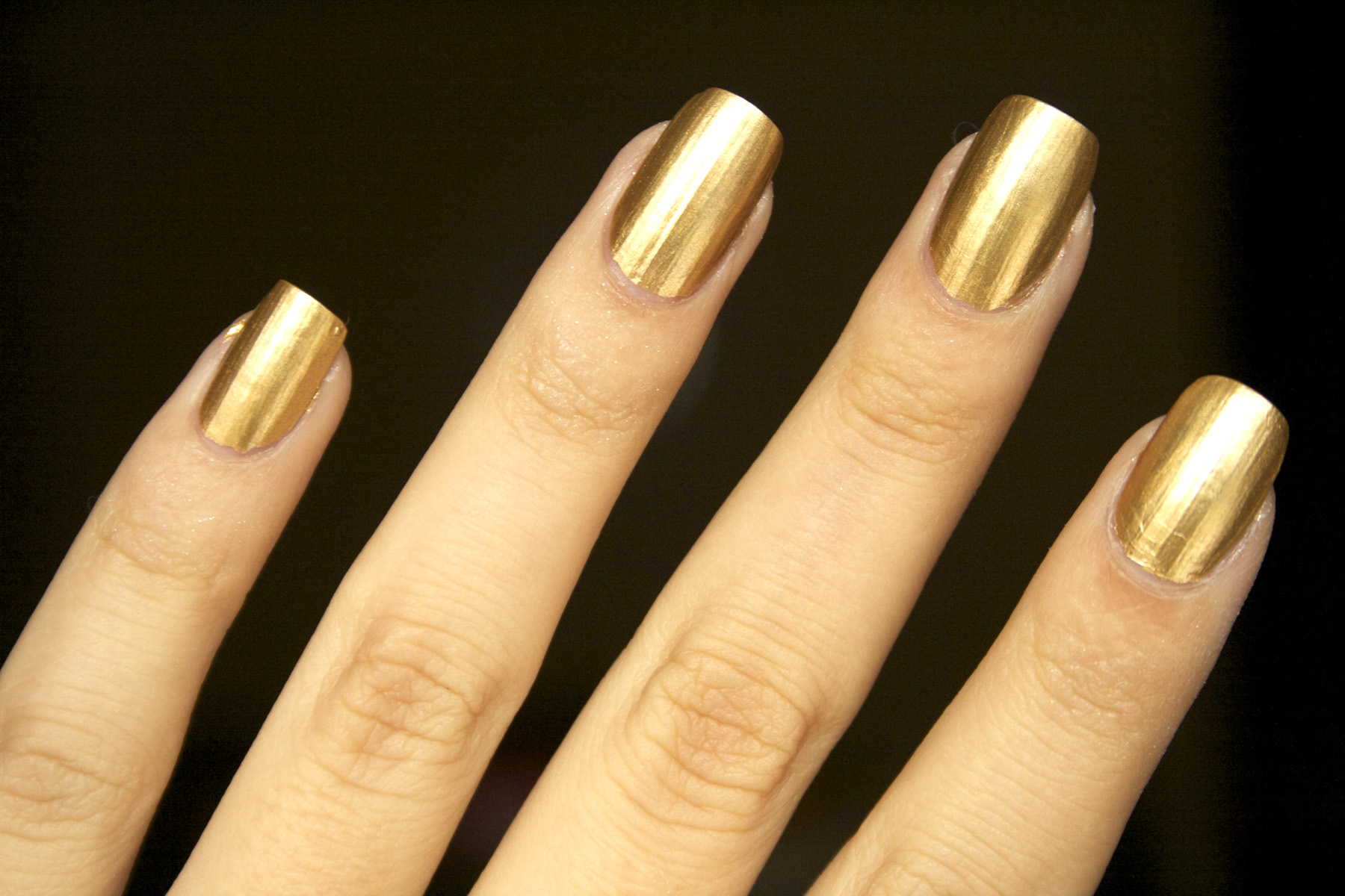 Manicure dorata