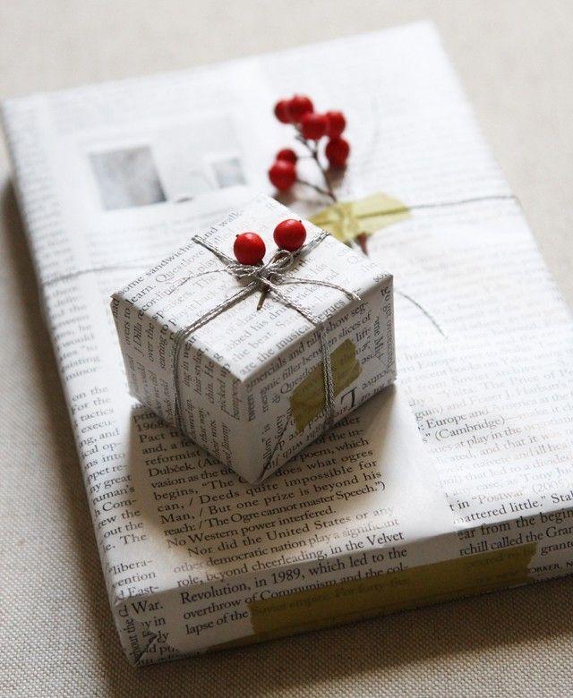 Pacchi regalo con la carta da giornale