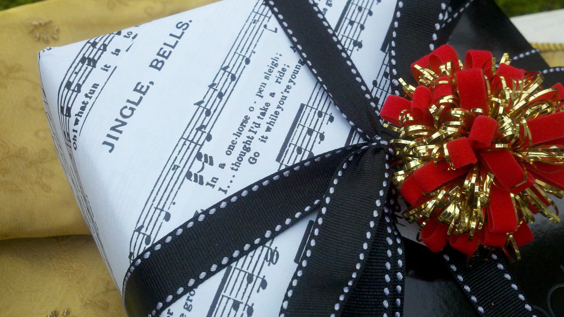 Pacchi regalo con note musicali