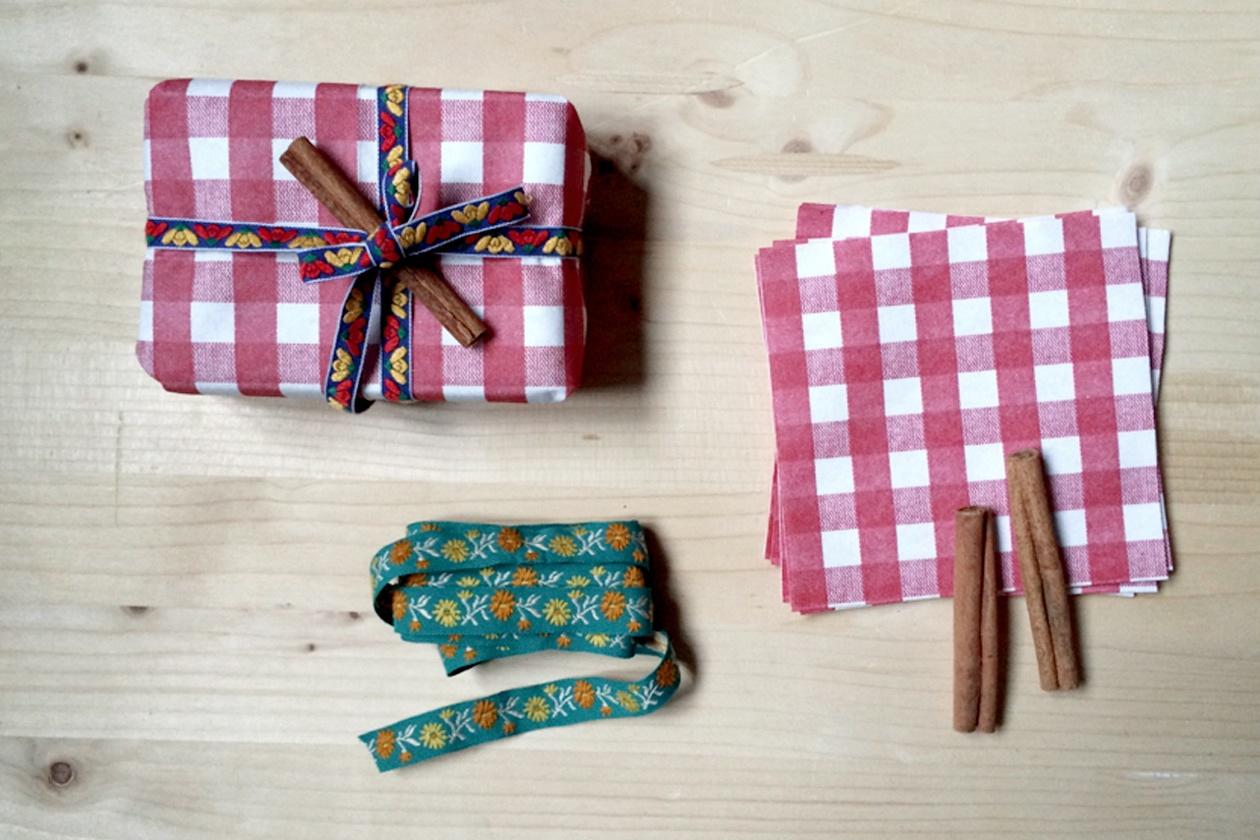 Pacchi regalo con tovaglioli