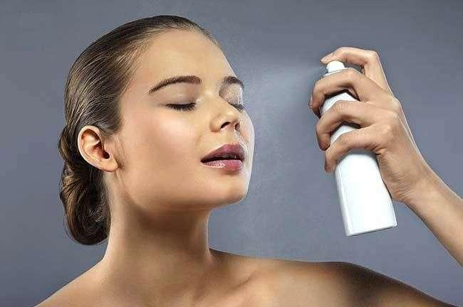 Spray fissante per il trucco: tutti i prodotti da non perdere [FOTO]