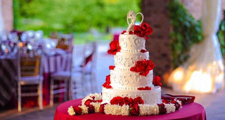 Torte nuziali bianche e rosse