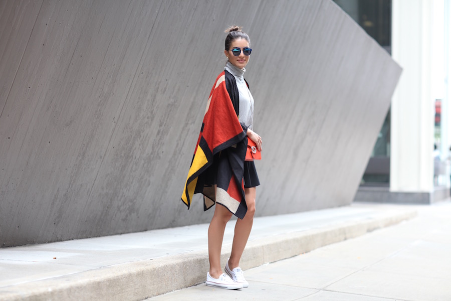 Look sporty chic con poncho