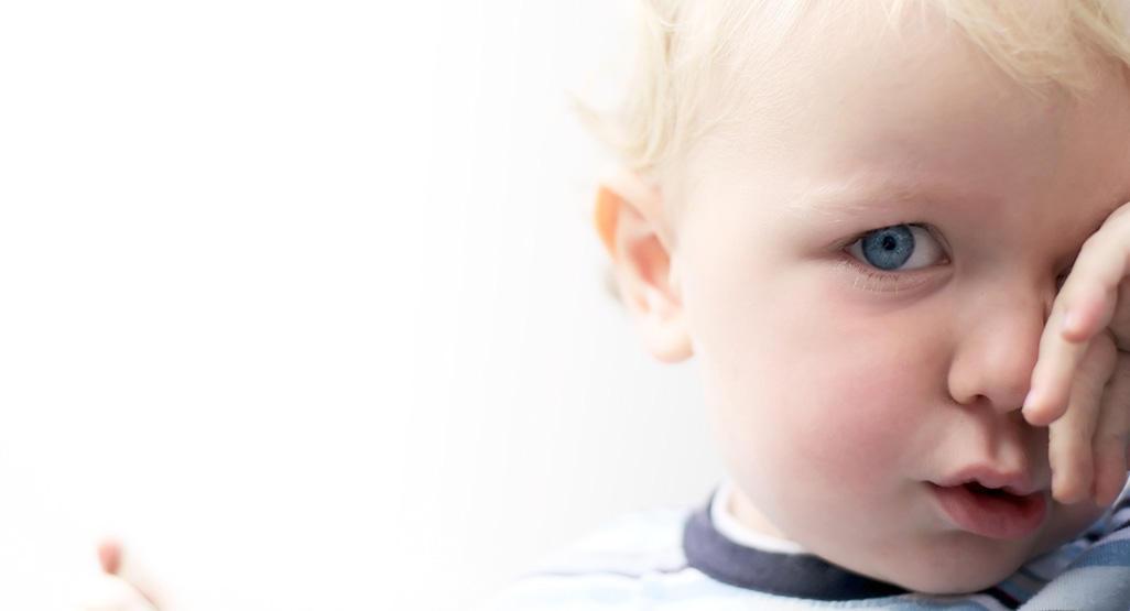 Congiuntivite nei bambini: cause, sintomi e rimedi