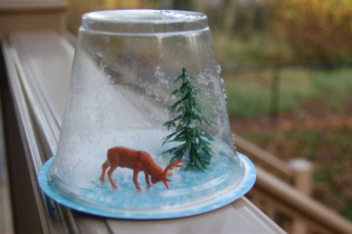 Lavori con bicchieri di plastica: tante idee fai da te per i bambini [FOTO]