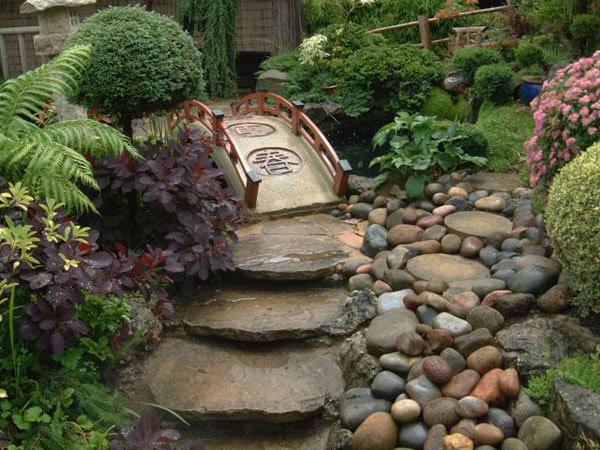 Vialetto con rocce