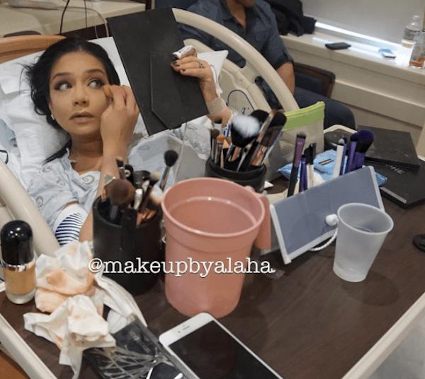 Beauty blogger si trucca in sala parto, è polemica su Instagram