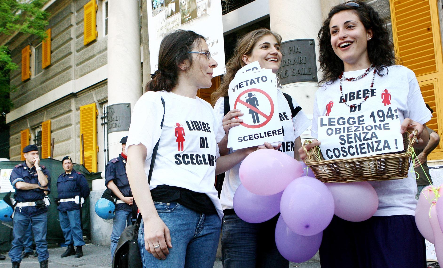 Aborto in Italia, perché l'Europa dice che la nostra è una legge a metà
