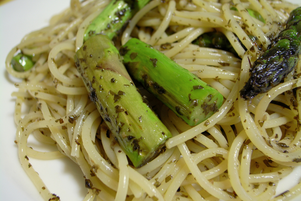 Spaghetti agli asparagi, ricetta light