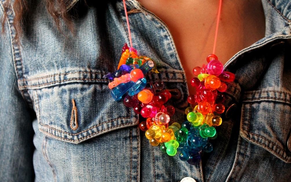 Collana con pendenti multicolor