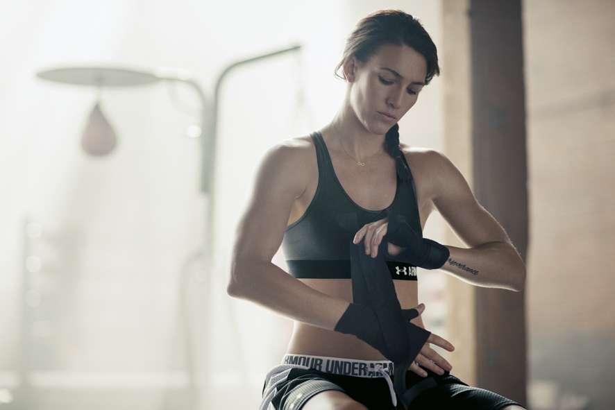 Under Armour: abbigliamento e scarpe per la donna fitness addicted [FOTO]