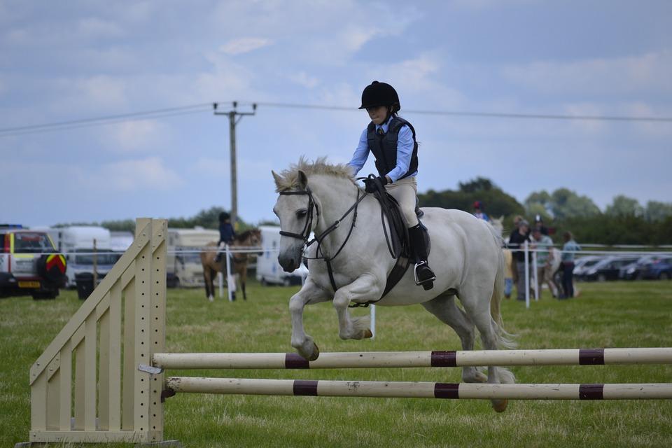 Bambini ed equitazione: età, benefici e controindicazioni