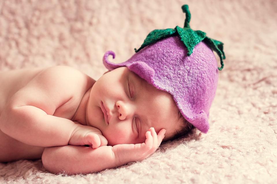 Quanto dorme un neonato? La tabella del sonno mese per mese