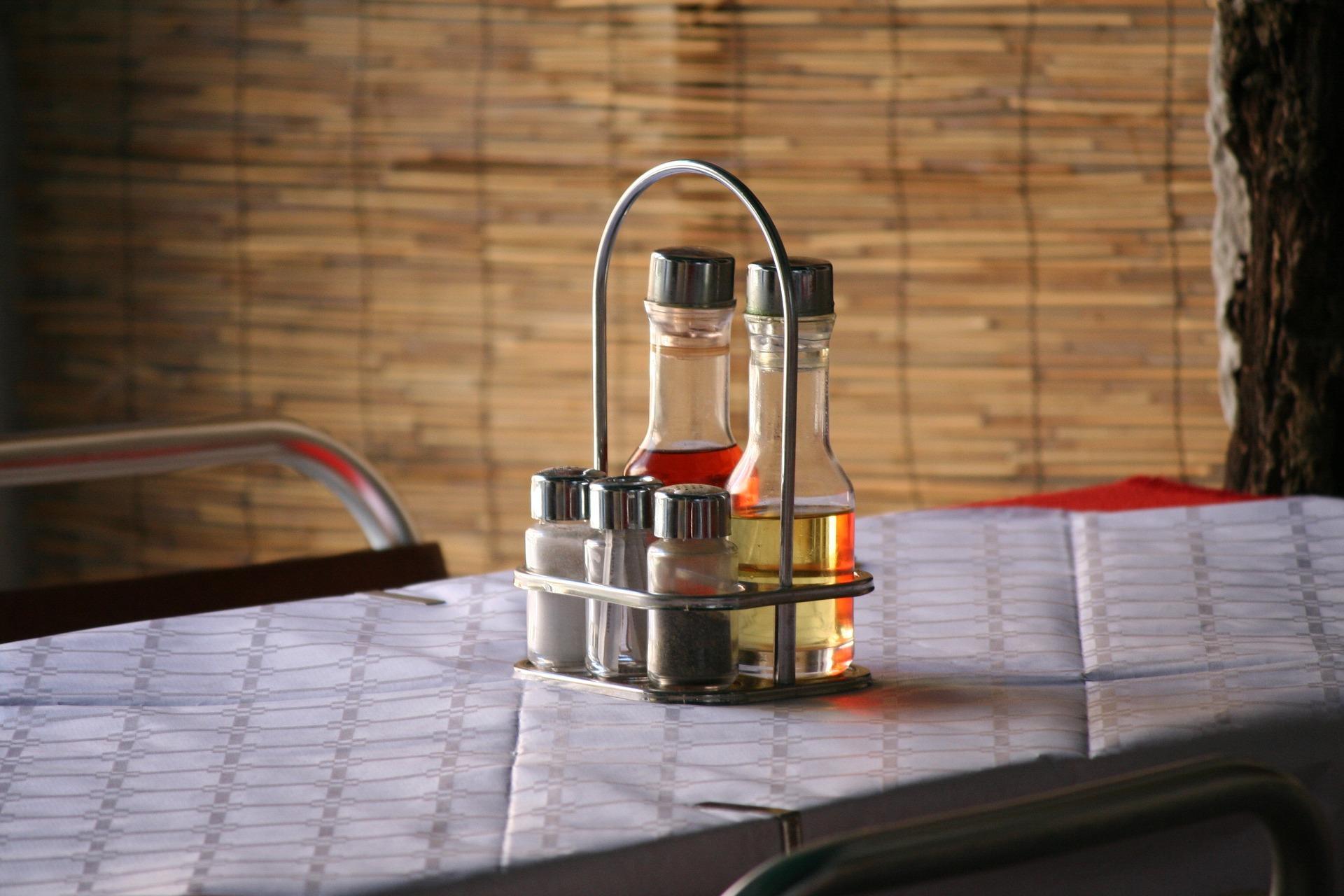 come eliminare l'odore di muffa dai mobili: dai cassetti all'armadio