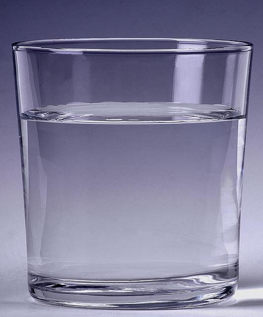 acqua bicchiere dieta