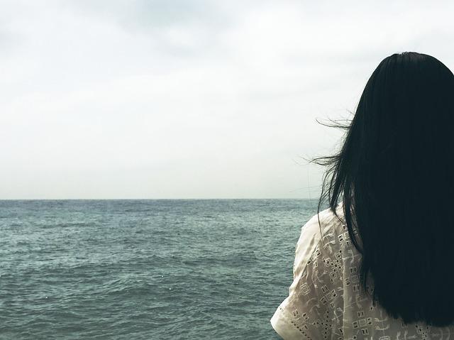 capelli lunghi mare