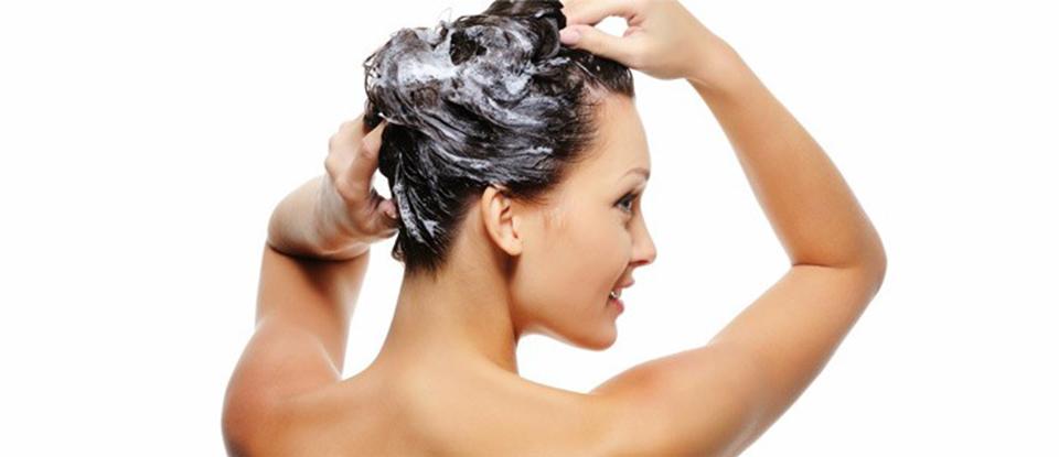 fare lo shampoo regolarmente