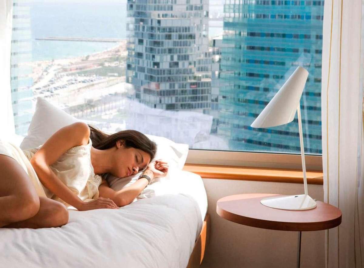 Lampade da comodino per una camera da letto bella e funzionale foto pourfemme - Lampade per comodino letto ...