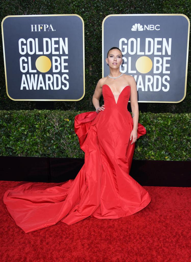 Scarlett Johansson ai Golden Globe con un abito rosso