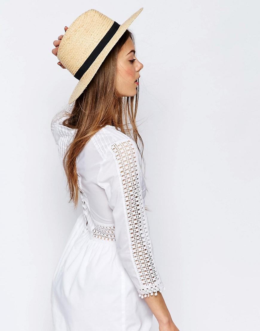 Il cappello di paglia è un must have soprattutto se le vostre saranno  vacanze in spiaggia. Le collezioni di abbigliamento inseriscono spesso  modelli di ... 3c928d20f23f