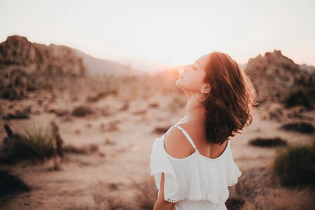 Acne estivo: rimedi naturali e consigli per sconfiggerlo