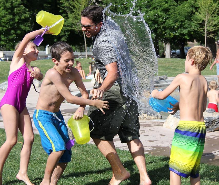 Giochi con l'acqua da fare con i bambini