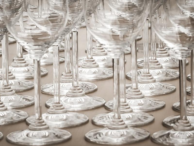 Come eliminare le macchie di calcare dai bicchieri