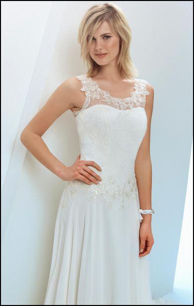 090f74cb008a Corpetti ricamati per la sposa. dettaglio scollatura ricamata. I modelli della  collezione Bellantuono 2017 ...