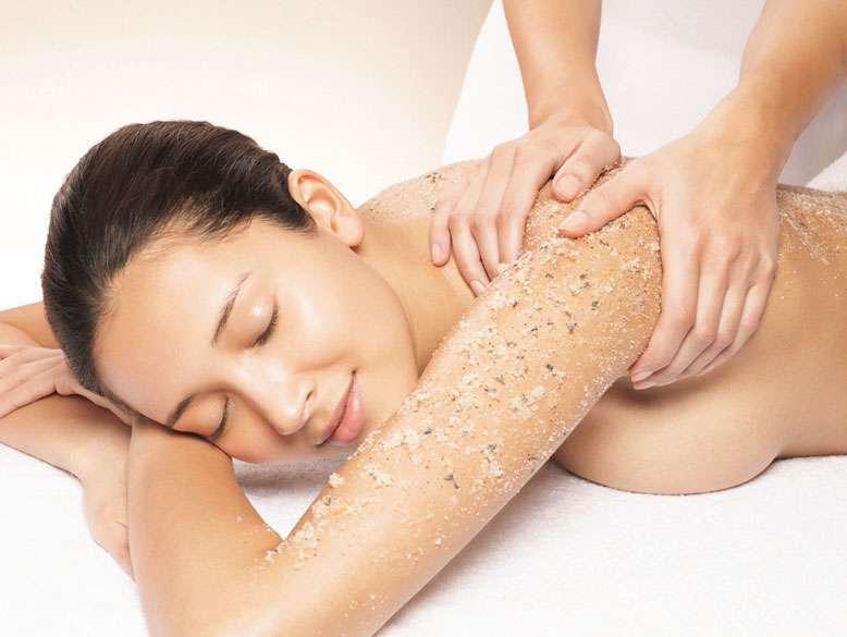 Scrub corpo per l'autunno: i migliori prodotti per una pelle perfetta [FOTO]
