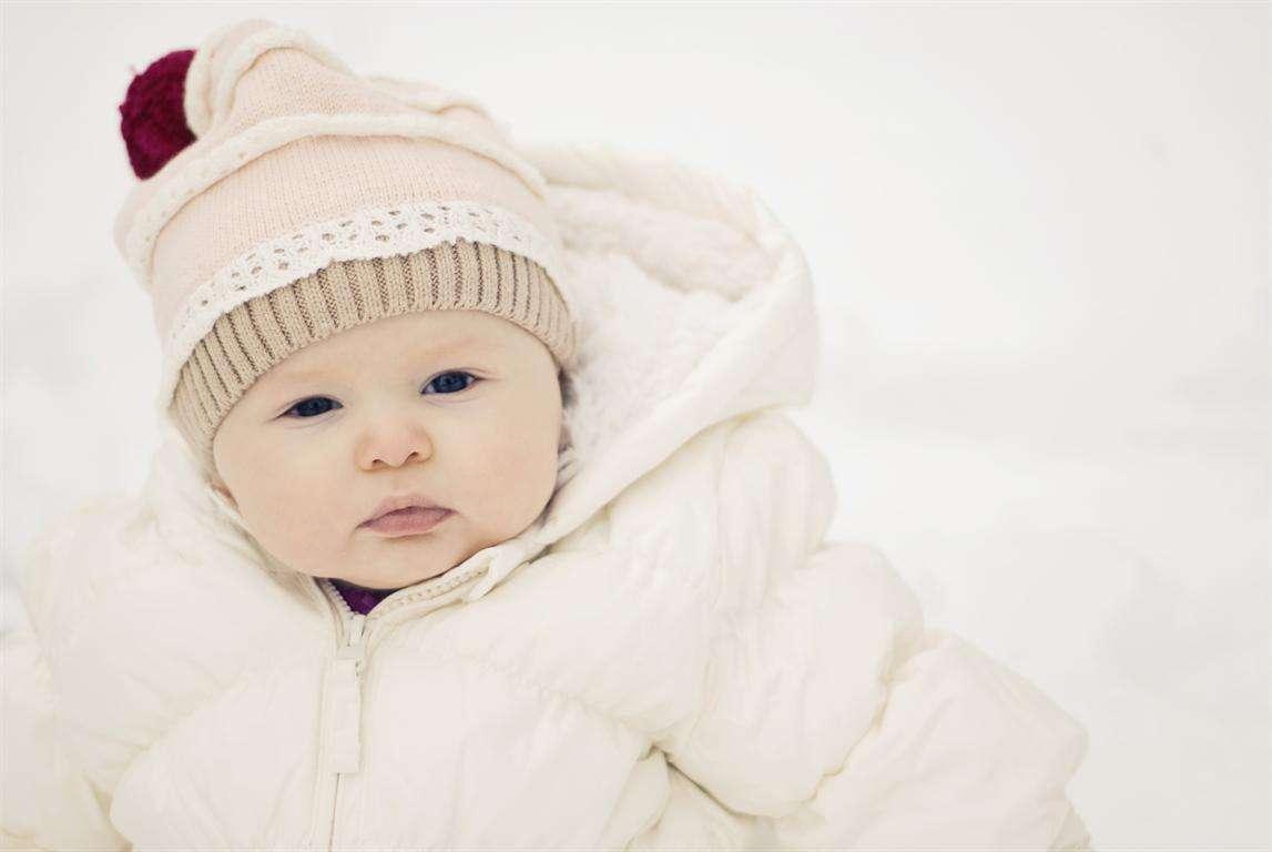 Come vestire un neonato in inverno: consigli pratici [FOTO]