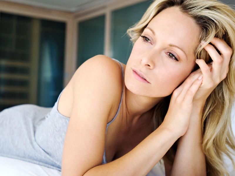 Disturbi del sonno in menopausa: i rimedi naturali