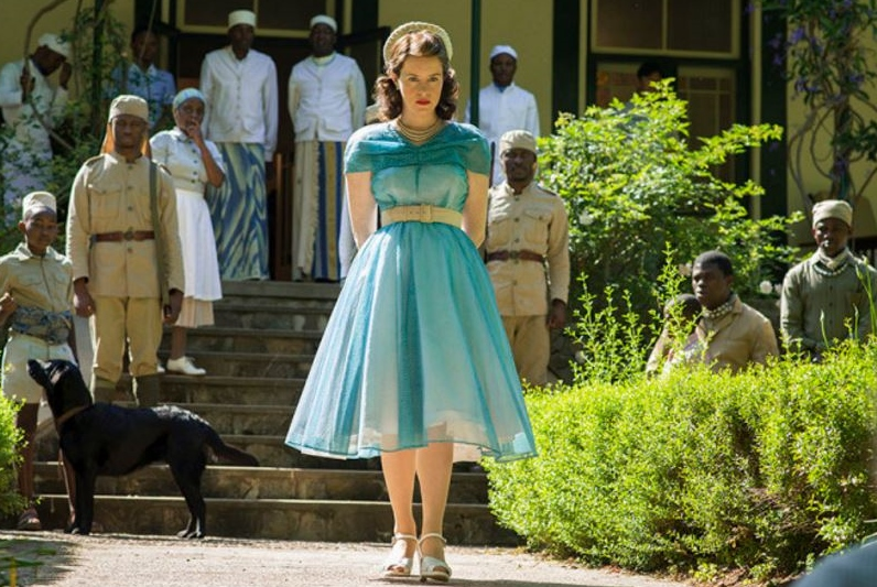Elisabetta II con abito pastello