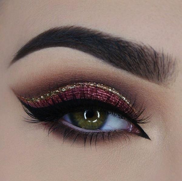 Eyeliner glitter su ombretto borgogna