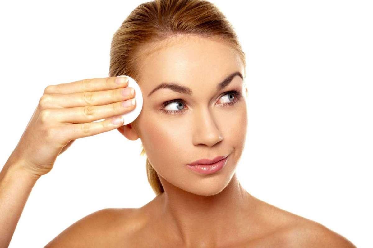Fondotinta pelle grassa: tutti i migliori prodotti da provare [FOTO]