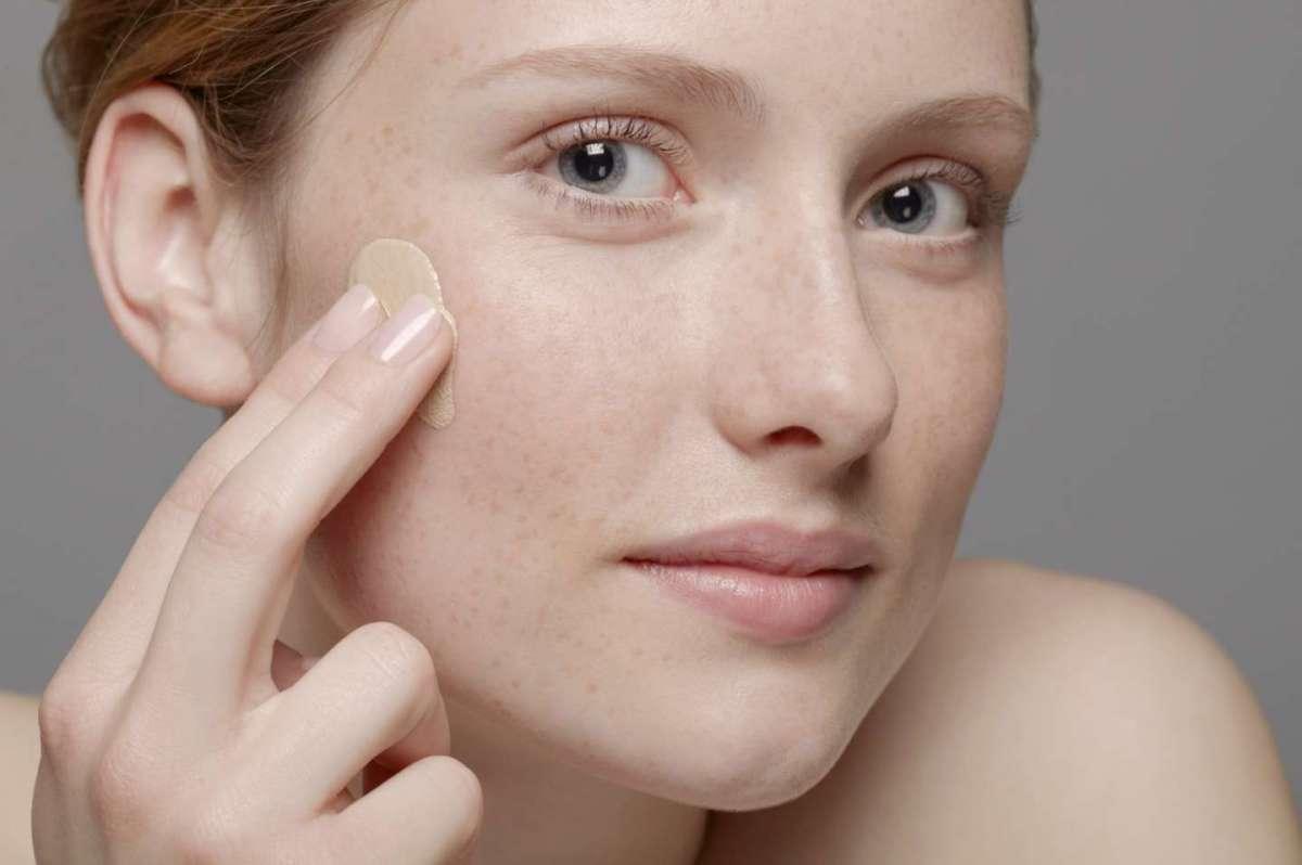 Fondotinta pelle secca: i migliori prodotti per una pelle nutrita e idratata [FOTO]
