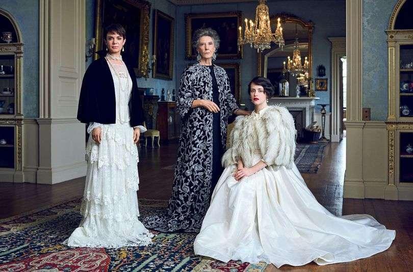 The Crown, i look da record della serie di Netflix sulla regina Elisabetta II [FOTO]