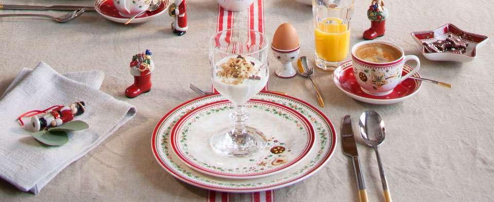 Tavola per la colazione natalizia