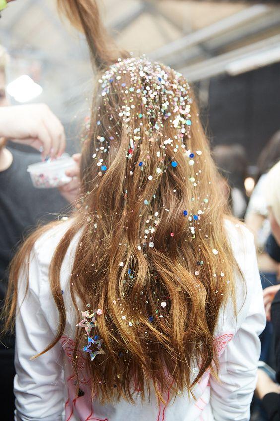 Capelli sciolti con glitter