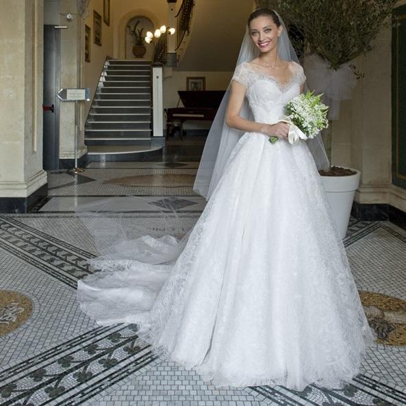 Margareth Madè con abito da sposa Armani Privè